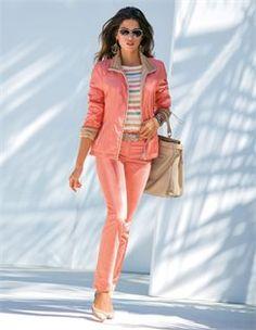 Wendejacke, Damen Ledergürtel, Pumps mit Transparenteinsätzen, Ringelpullover, Schmale Jeans, Sonnenbrille mit Gläsern im Farbverlauf