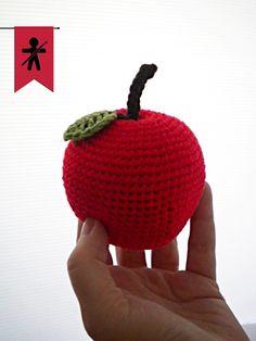 Crocheted by AmigurumisFanClub!!! Free pattern: http://www.craftpassion.com/2014/09/big-apple-amigurumi.html/2