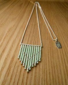 -Chaine à billes et composants en argent (Argent 925/1000)   -Petites perles de verre japonaises -Petites perles en argent  Couleurs: Vert amande  _+Natasha R. Bijoux - Marseille+_