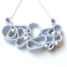 Collana di feltro kune - grigio chiaro