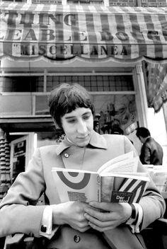 Pete reading Der Moddetektiv