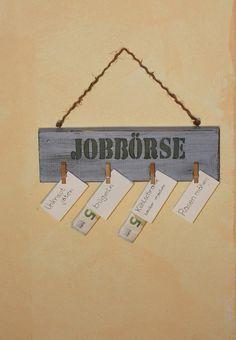 Holzschild : Jobbörse, mit Klammern für Haushaltsarbeiten