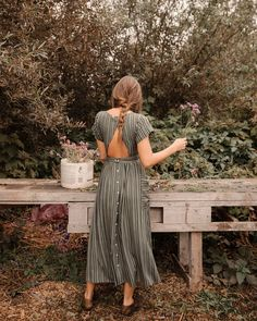 Shop the Christy Dawn dress collection for timeless, handmade vintage inspired clothing to look great on any occasion, while supporting sustainable fabric sourcing practices. Retro Vintage Dresses, Look Vintage, Retro Dress, Vintage Long Dress, 1950s Dresses, Vintage Inspired Dresses, Maxi Dresses, Bohemian Mode, Bohemian Style