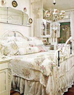 A bed room of the house is important and its decoration as well, but it's not compulsory to have a very stylish bedroom as a shabby chic bedroom also looks quite great. Shabby chic stands for a fashionable but informal style of decoration. Shabby Chic Living Room, Shabby Chic Bedrooms, Shabby Chic Kitchen, Shabby Chic Homes, Shabby Chic Furniture, Romantic Bedrooms, Small Bedrooms, Guest Bedrooms, Romantic Room