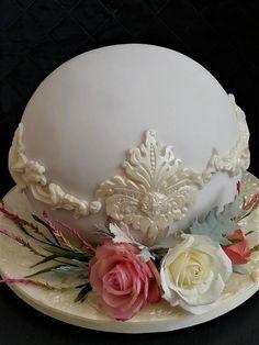 Mini Tortillas, Gorgeous Cakes, Amazing Cakes, Wedding Officiant, Sugar Flowers, Cupcakes, Simple Weddings, Let Them Eat Cake, Cake Decorating