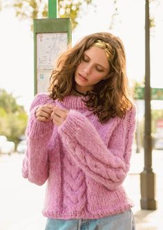 free pattern for super fluffy cable knit sweater in alpakka Chunky Oversized Sweater, Mohair Sweater, Cable Knit Sweaters, Pink Sweater, Drops Baby Alpaca Silk, Drops Kid Silk, Thick Sweaters, Cute Sweaters, Sweaters For Women