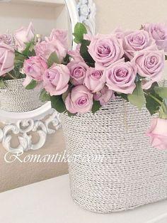 Image via We Heart It https://weheartit.com/entry/171235404/via/33407245 #beautiful #girl #lovely #roses #shabbychic #vintage #femenine