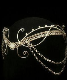 "A noble decorated circlet. Previous pinner says ""medieval moonstone Hobbit Arwen headdress silver elven tiara circlet with Swarovski elements"" Head Jewelry, Wire Jewelry, Bridal Jewelry, Jewellery, Bridal Bracelet, Collar Hippie, Ideas Joyería, Bijoux Fil Aluminium, Jewelry Accessories"