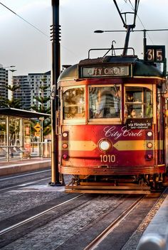 A free method of transportation throughout the city of Melbourne. City Circle known as the best and worst thing about Melbourne. If you're fine with being a sardine, you should definetly experience this old-fashioned city tram. Brisbane, Perth, Sydney, Melbourne Tram, Melbourne Australia, Australia Travel, Australia 2018, Melbourne Victoria, Victoria Australia