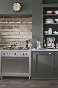 Antique mirror splash backs are perfect in the kitchen as they help hide spills and stains Antique Mirror Splashback, Antique Mirror Tiles, Glass Backsplash Kitchen, Kitchen Wall Tiles, Bronze Kitchen, Contemporary Kitchen Design, Kirchen, New Kitchen, Crystal Palace