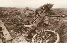 Er zijn meerder slagen geweest bij Ieper. De eerste was op 19 oktober - 22 november 1914, de tweede op 22 april - 15 mei 1915, de derde op 31 juli - 10 november 1917 (slag om Passendale wordt het ook wel genoemd) en de laatste was van 9 - 29 april 1918. Je kunt dus makkelijk zeggen dat er veel doden zijn gevallen bij dit gebied en dit dus ook een belangrijk gebied in de eerste wereldoorlog was.