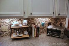 Küchenfliese Backsplash (Do-It-Yourself) - Haus Deko Club Kitchen Tile Diy, Diy Tile Backsplash, Kitchen Redo, Kitchen Remodel, Kitchen Ideas, Tiling, Diy Tiles, Faucet Kitchen, 1960s Kitchen