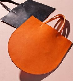 Sara Barner bags Source by norahundorfean Leather Bags Handmade, Handmade Bags, My Bags, Purses And Bags, Sacs Tote Bags, Hobo Bags, Duffle Bags, Clutch Bags, Messenger Bags