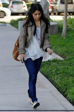 2009 > HEADING TO AN OFFICE BUILDING