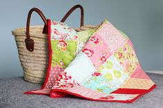 Sewing a super easy baby quilt using precuts! Quilting Projects, Baby Quilts, Super Easy, Diaper Bag, Sewing, Blog, Pattern, Fabric, Photography