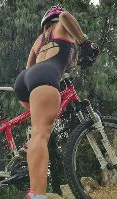 Bicycle Women, Bicycle Girl, Pernas Sexy, Retro Bike, Cycling Girls, Cycle Chic, Bike Rider, Bike Style, Biker Girl