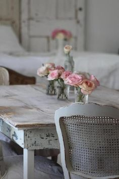 love the contrast of the rough table and the roses