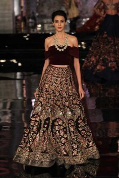 67 Ideas For Indian Bridal Reception Outfit Couture Week Indian Bridal Lehenga, Indian Bridal Outfits, Indian Dresses, Bridal Dresses, Indian Outfits Modern, Indian Fashion Modern, Couture Week, Couture Ideas, India Fashion