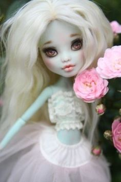 Ooak-repaint-reroot-custom-monster-high-doll-Frankie-by-Natalie-x-blythe
