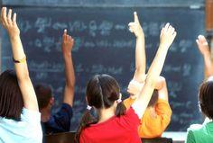 La SEP dio a conocer el calendario escolar que regirá las clases, vacaciones y días absueltos de nuestros pequeños. Conoce más sobre este calendario aquí... http://infantes.linio.com.mx/ninos/el-calendario-escolar-sep-2013-2014/