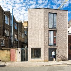 Brick Architecture, Residential Architecture, Building Exterior, Building A House, Co Housing, Mews House, Arch Model, Brick Design, Small Buildings