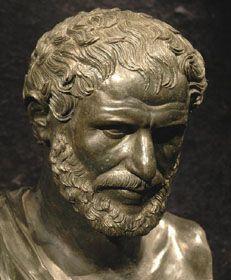 Heraclito de Éfeso : defendió que en la naturaleza todo cambia, está en devenir , nada permanece constantemente en su mismo estado. Su fenómeno natural es el fuego.