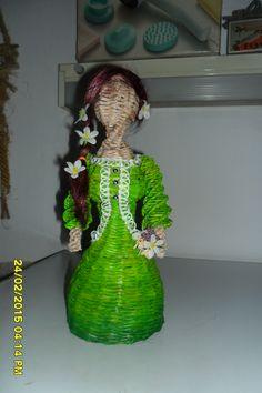 Pletenie z papiera: papierová bábika