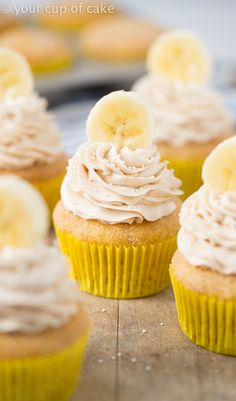 Banana Snickerdoodle Cupcakes with fluffy cinnamon cream cheese frosting!