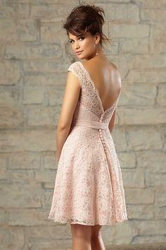 Petite robe rose en dentelle pour cocktail de mariage dos décolleté