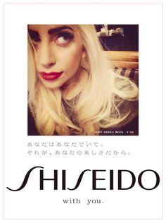資生堂が2015年新年広告として、Lady Gaga(レディー・ガガ)のセルフィー写真50種を、新聞50紙に各1種ずつ掲載!レディー・ガガらしい、素の表情を見ることができます!あなたの家にはどんなレディー・ガガが届くかな♡?