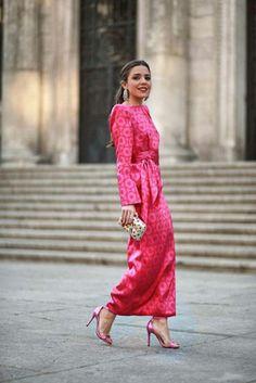 Mob Dresses, Modest Dresses, Pretty Dresses, Dresses With Sleeves, Modest Fashion, Women's Fashion Dresses, Fuchsia Dress, Elegant Outfit, Mode Style