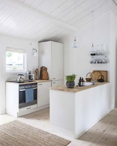 Zen House, Surf House, Kitchen Interior, Home Interior Design, Kitchen Design, Open Kitchen And Living Room, Open Plan Kitchen, Beach House Kitchens, Home Kitchens