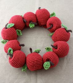 Lily Sugar 'n Cream Crochet Apple Wreath - Free Crochet Pattern