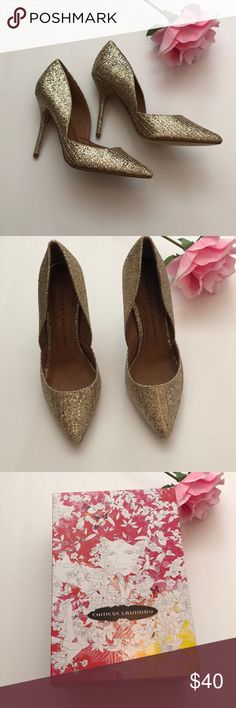 Chinese Laundry Gold Pumps Beautiful Chinese Laundry Gold Pumps. These will add a little sparkle to any outfit.   -bundle and save -all purchases over $25 receive a free gift 🎁 Chinese Laundry Shoes Heels