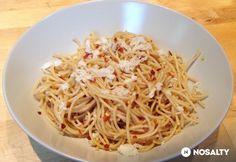 Aglio olio e peperoncino Aglio Olio, Ravioli, Gnocchi, Spaghetti, Ethnic Recipes, Food, Lasagna, Red Peppers, Essen