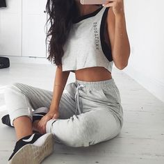 Tips to achieve a comfortable and light sport outfit Style Outfits, Dance Outfits, Sport Outfits, Casual Outfits, Cute Outfits, Hipster Outfits, K Fashion, Fitness Fashion, Fashion Outfits