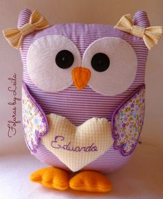 Fofuras sentía ...                                                                                                                                                                                 Más Owl Sewing, Sewing Toys, Sewing For Kids, Sewing Crafts, Sewing Projects, Sewing Stuffed Animals, Stuffed Toys Patterns, Owl Crafts, Diy And Crafts