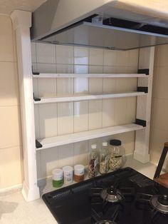キッチンの収納が少ないわけではないのですが、 やはり自分の使いやすいキッチンが理想! 料理をしていてパッと調味料が取れる、 尚且つ見た目も大事なので、 それを意識してDIYしました。
