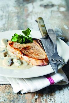 Veal chops with cream and mushrooms My Favorite Food, Favorite Recipes, Veal Chop, Tasty, Yummy Food, Meat Lovers, Pork Dishes, French Food, Culinary Arts