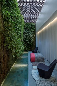 Aigai Spa is designed by São Paulo-based figueroa. This spa is designed to be an urban oasis, a place of gathering and relaxation. Spa Interior, Interior Exterior, Spa Design, House Design, Contemporary Architecture, Architecture Design, Urban Loft, Side Garden, Pool Designs