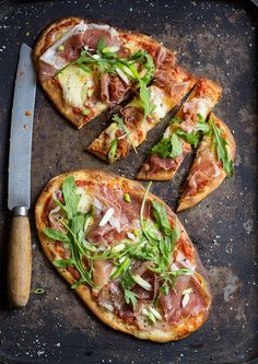 easy naan bread pizza with roasted tomato sauce