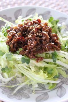 レタスの肉味噌サラダ by さっちん (佐野幸子) 「写真がきれい」×「つくりやすい」×「美味しい」お料理と出会えるレシピサイト「Nadia | ナディア」プロの料理を無料で検索。実用的な節約簡単レシピからおもてなしレシピまで。有名レシピブロガーの料理動画も満載!お気に入りのレシピが保存できるSNS。
