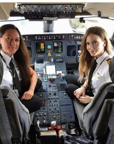 Not only can we make great sandwiches but also we can fly airplanes 😉 Female Fighter, Fighter Pilot, Delta Flight Attendant, Pilot Uniform, Becoming A Pilot, Airline Pilot, Private Pilot, Female Pilot, Military Women