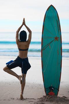 Ideas for yoga beach photography namaste peace Surf Girls, Beach Girls, Beach Babe, Namaste, Swing Yoga, Sup Yoga, Look Girl, Beach Yoga, Spiritual Gangster