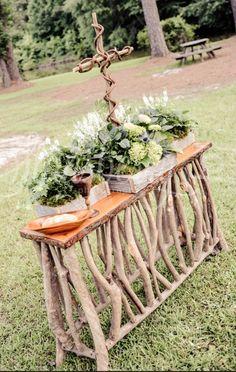 Rustic wedding communion table  Keywords: #rusticweddings #jevelweddingplanning Follow Us: www.jevelweddingplanning.com  www.facebook.com/jevelweddingplanning/