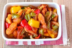 たくさんの野菜を使った彩りの良いおかずです。パプリカやピーマン、赤ピーマンはお好みのものをお使いください。ヤングコーンを使用しても彩りがきれいです。