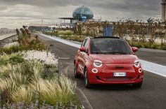 - New (500)RED makes its debut at the grand opening of the Fiat Casa 500 and La Pista 500 – Europe's largest hanging garden at the iconic Lingotto test track in Turin - The fully-electric New (500)RED is the first (RED) car with the shared message of 'protect the planet and its people' - Bono, co-founder of (RED), attended for the announcement of the Stellantis and (RED) partnership and the (500)RED launch -