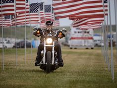 Buffalo Chip salutes veterans with motorcycle ride & other events Sturgis Motorcycle Rally, Motorcycle Rallies, American Motorcycles, Union Jack, Buffalo, Bike, Crafts, Food, Art