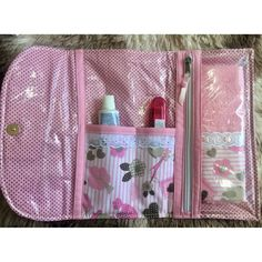 Crochet ideas that you'll love Diy Home Crafts, Sewing Crafts, Sewing Projects, Tods Bag, Sewing Caddy, Quilted Bag, Zipper Bags, Learn To Sew, Small Bags