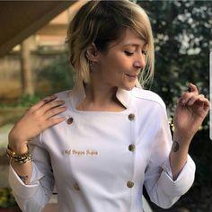 Chaquetilla cocina Spa Uniform, Hotel Uniform, Chef Dress, Coats For Women, Clothes For Women, Uniform Design, Apron Designs, Le Chef, Chef Coats
